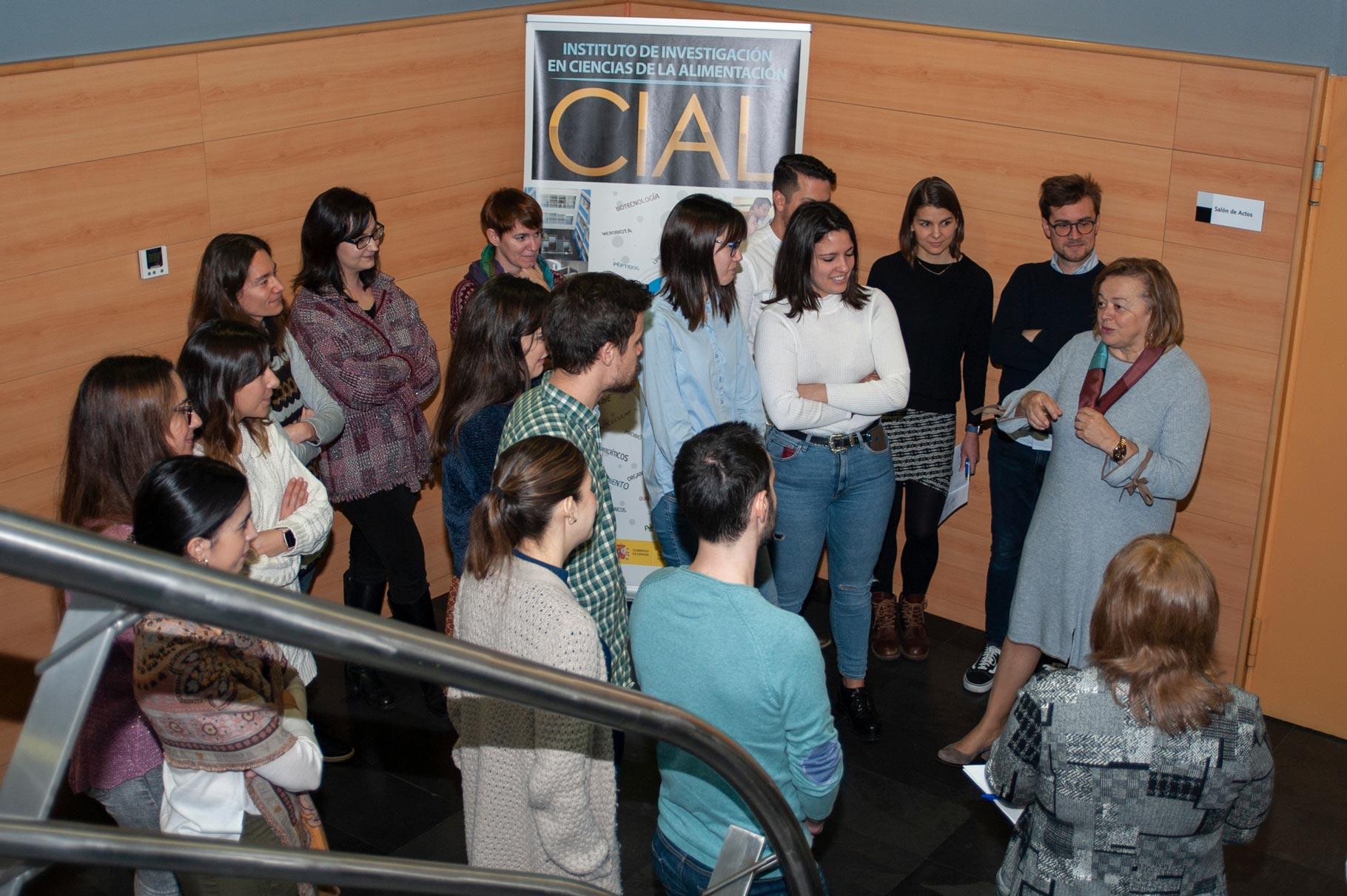Encuentro de Rosa Menéndez con jóvenes investigador@s